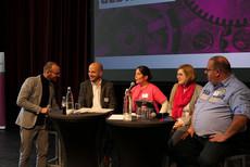 Zwischenbericht von Mitgliedern der Lenkungsgruppe (v.l.n.r.): Marcus Rümmler (Moderation), Christian Dröttboom, Dagmar Eickenberg, Lisa Friedrich und Christian Stemke